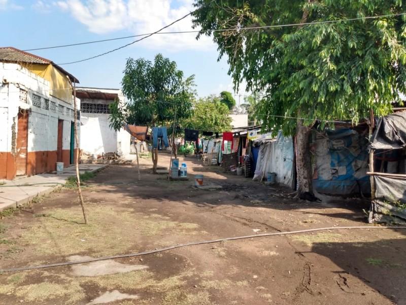 Ante Covid-19, autoridades abandonan a familias de Albergue Cañero