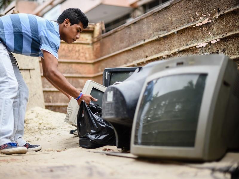 Ante inadecuada disposición de electrónicos, realizan Reciclatron