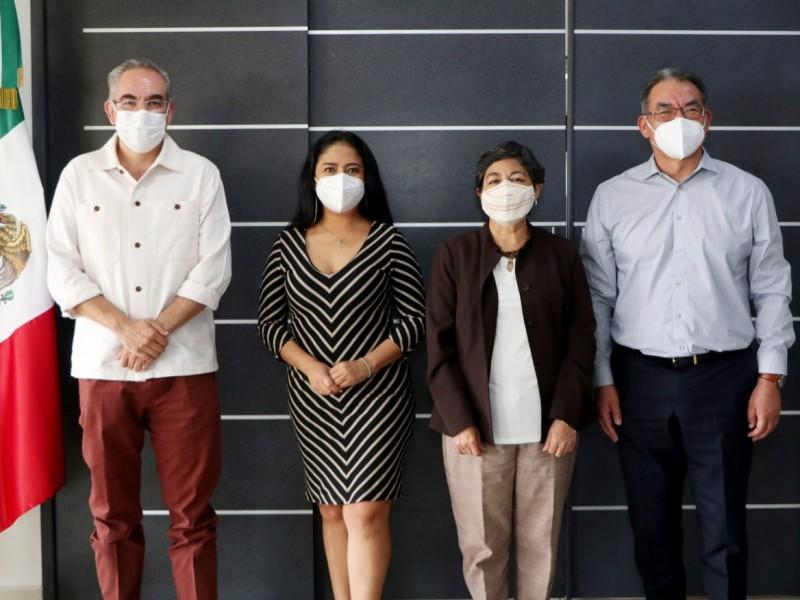 Anuncian acuerdo sobre vacunación a maestros en Puebla