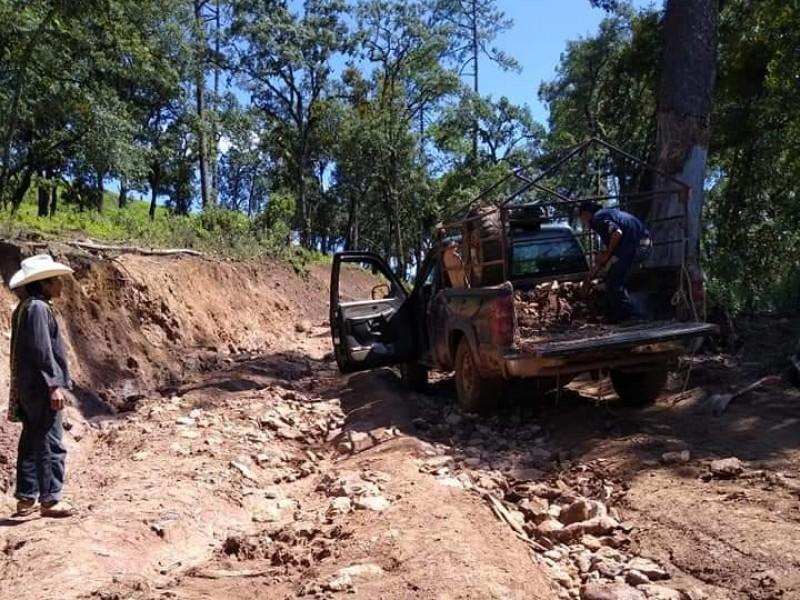 Anuncian reparación de tramos carreteros en la sierra Del Nayar