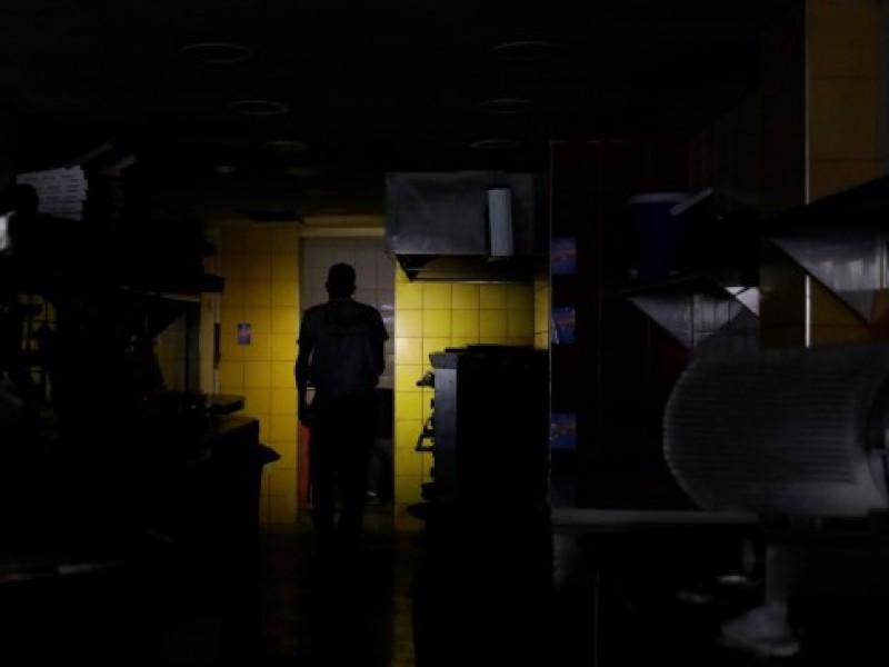 Apagón masivo en Venezuela paraliza escuelas y hospitales