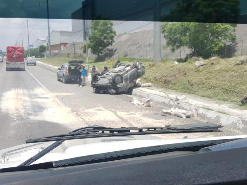 Aparatosa volcadura en la México - Querétaro