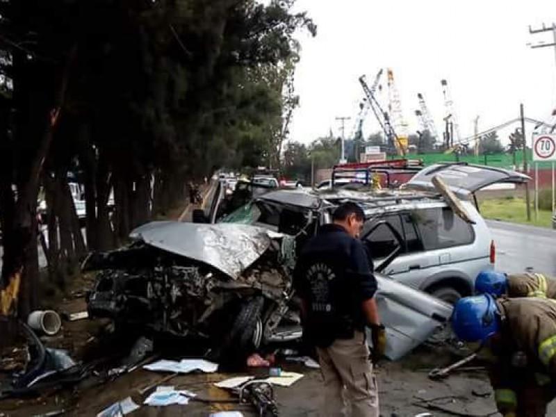 Aparatoso accidente deja 4 heridos en Texcoco