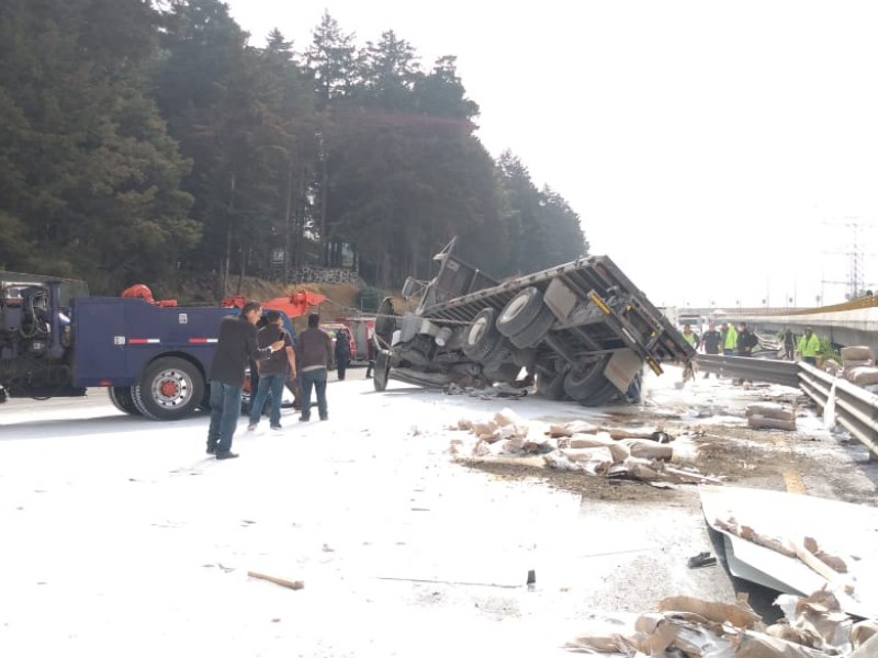 Aparatoso accidente en la México - Toluca