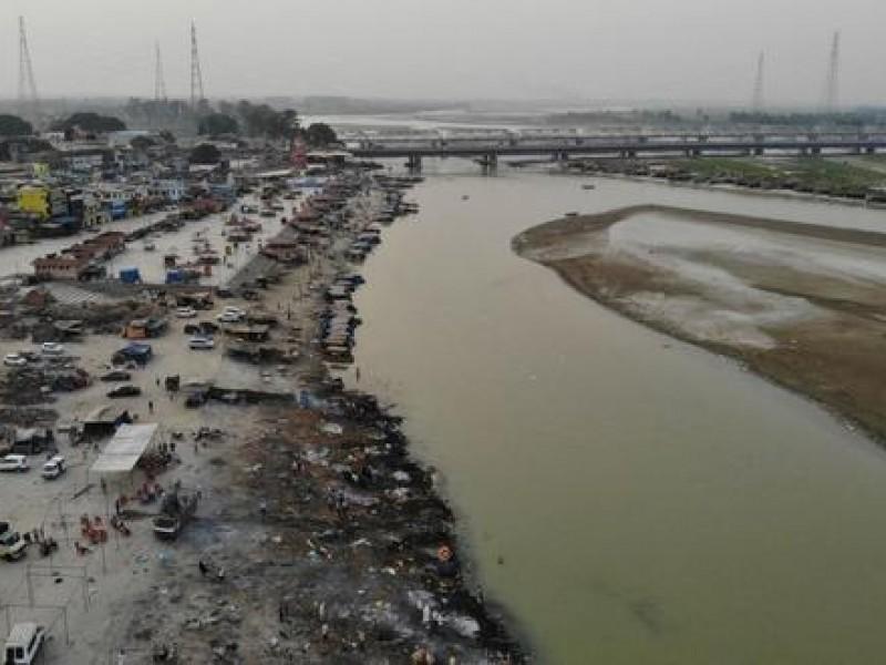 Aparecen cadáveres a las orillas del Ganges en India