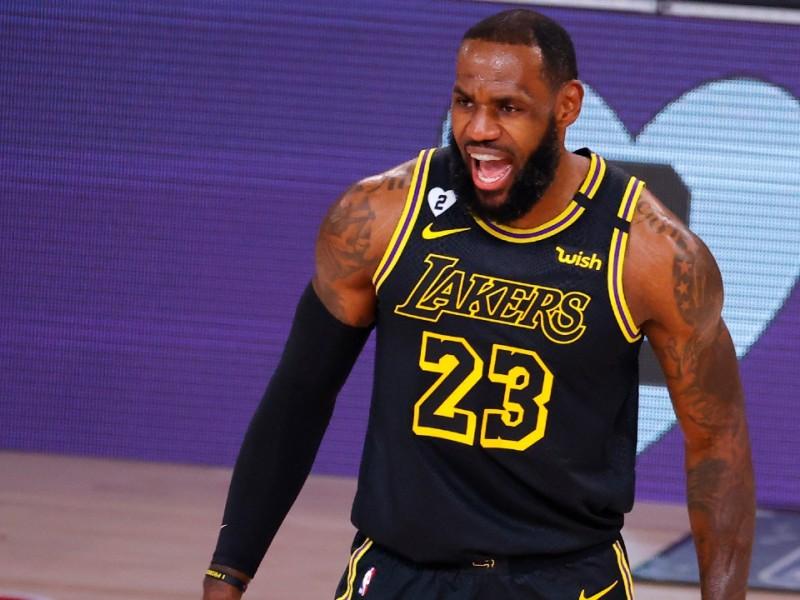 """Aplastante victoria de los Lakers en el """"Día de Kobe"""""""