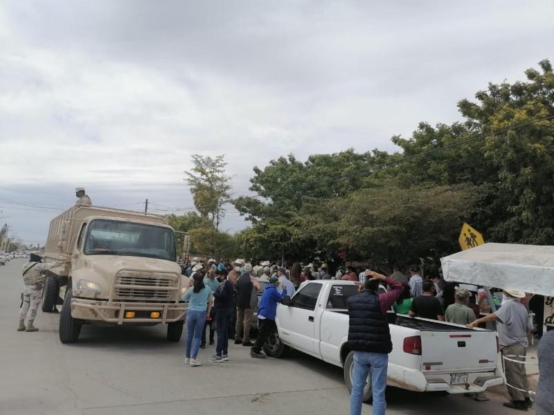 Aplicación inesperada de vacunas en Villa Juárez ocasiona aglomeraciones
