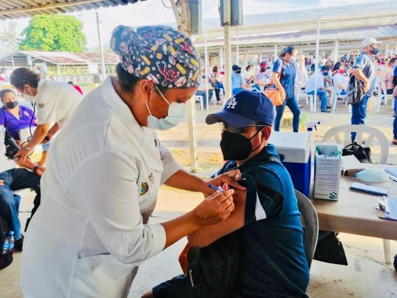 Aplican Astrazeneca en jornada de vacunación Tuxpan