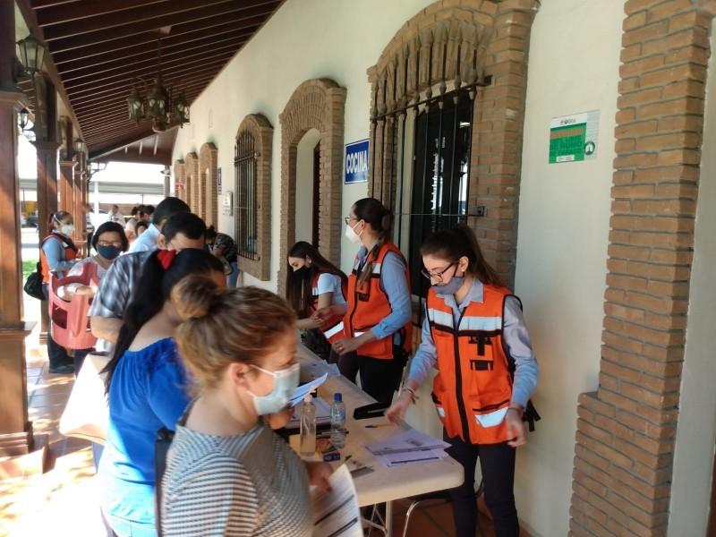 Aplican primeras dosis para personas rezagadas en Torreón