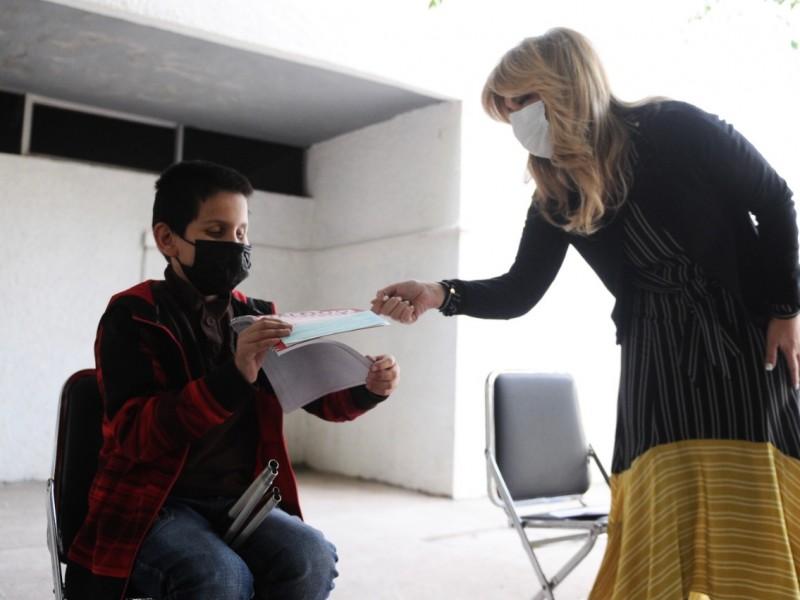 Apoya Gobernadora con becas u estímulos a estudiantes.con discapacidad