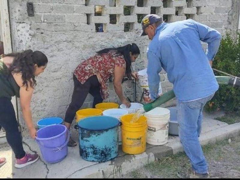 Apoya municipio con reparto de agua en colonias