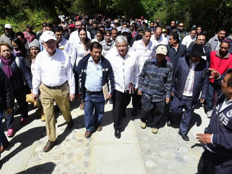 Apoya presidente construcción de caminos en Oaxaca
