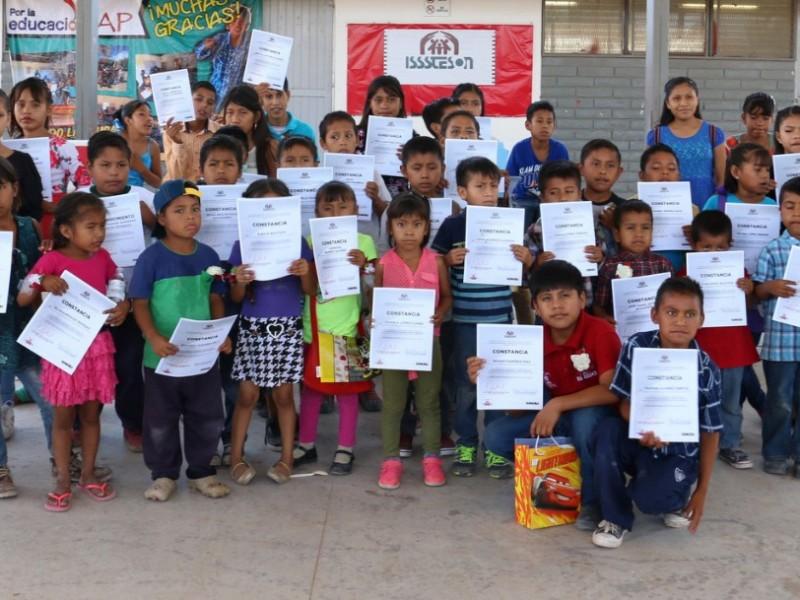 Aprender a leer con ayuda de voluntariado Isssteson