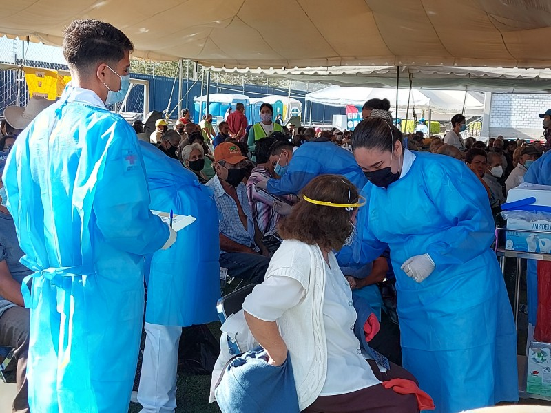 Aprovecha y se aplica segunda dosis de vacuna en Tonalá
