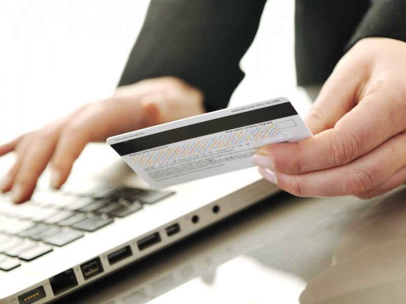 Aquí los pasos para pagar placas sin salir de casa