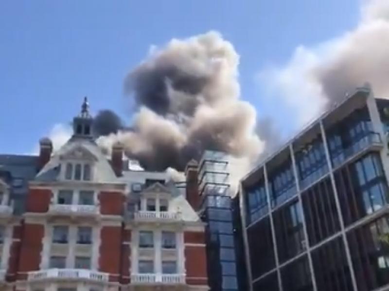 Arde hotel de lujo en Londres