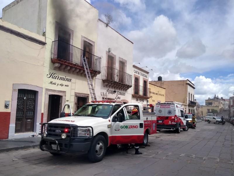 Arde vivienda en Centro Histórico de la capital