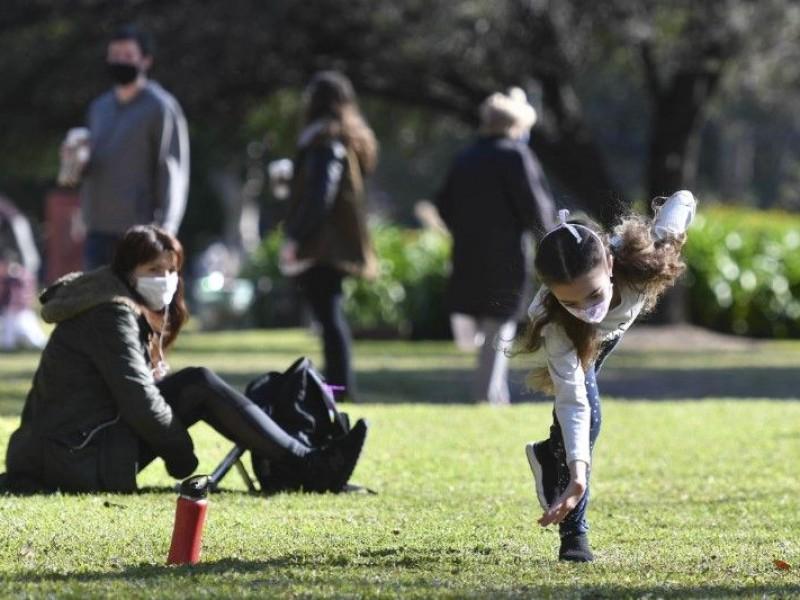 Argentina alivia restricciones, permite reuniones al aire libre