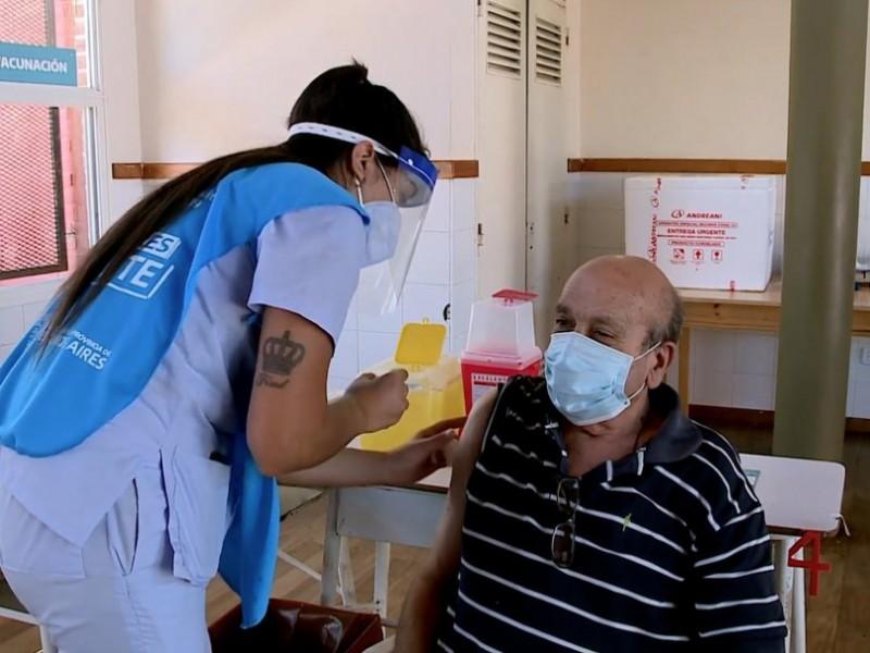 Argentina inicia vacunación con SputnikV en mayores de 70 años