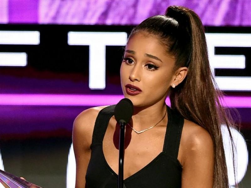 Ariana Grande recuerda a víctimas de ataque terrorista