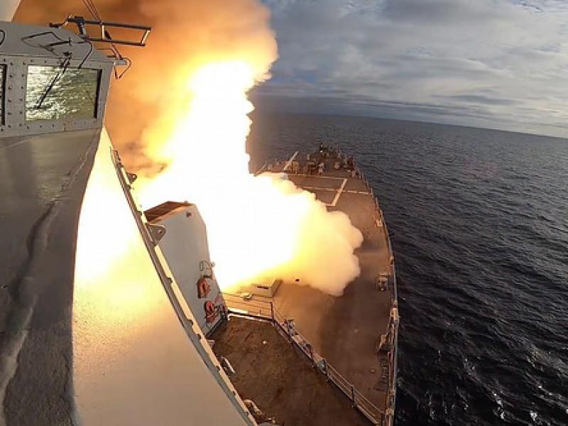 Armada estadounidense impacta barco a 400 kilómetros de distancia