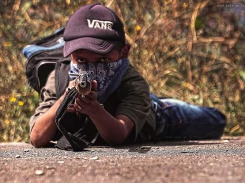Arman a niños tras masacre en Chilapa