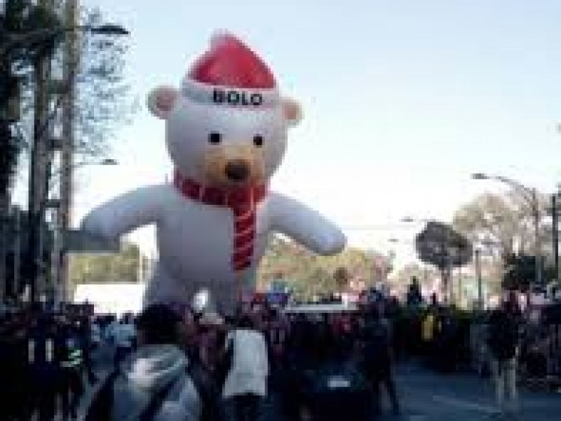 Arranca desfile navideño en Reforma