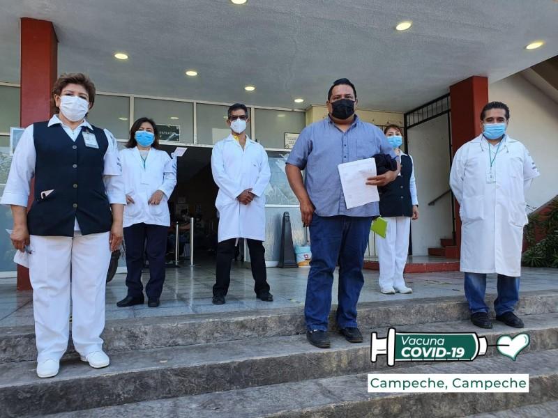 Arranca vacunación de maestros en Campeche