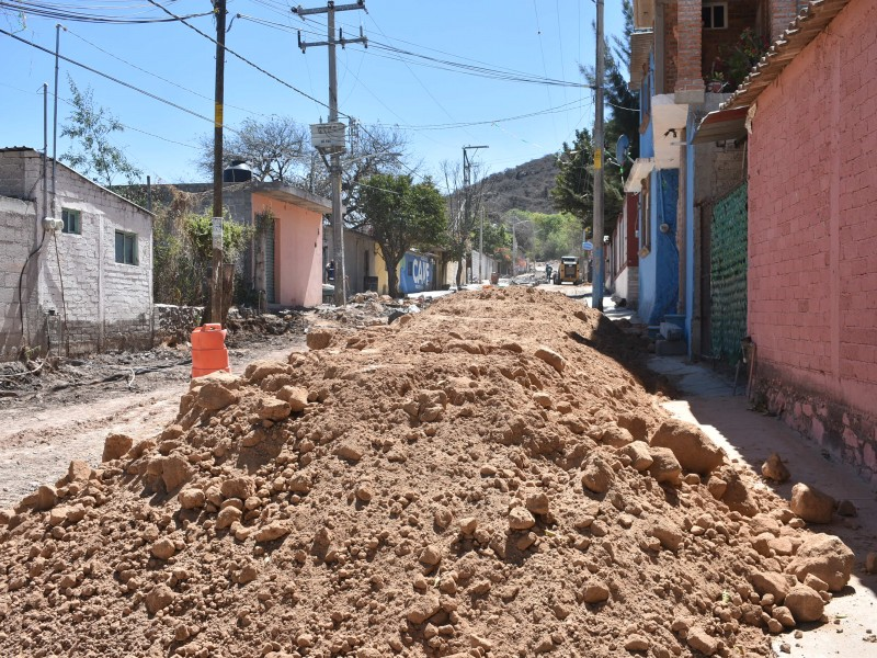 Arrancan 3 obras de urbanización en Pedro Escobedo