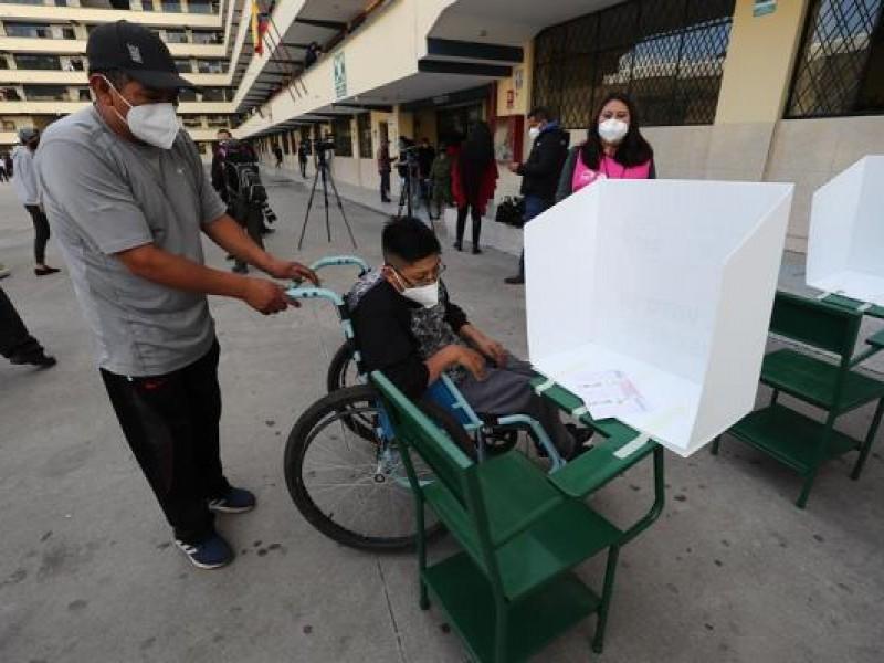 Arrancan comicios presidenciales en Perú