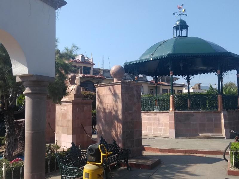 Arrancan rehabilitación de la Plaza principal de Tangamandapio