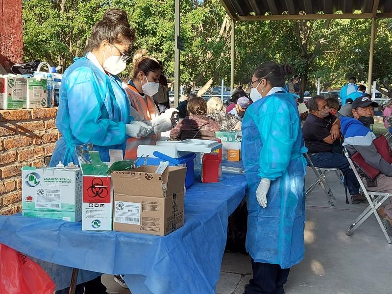 Arrancará vacunación de docentes en Jalisco