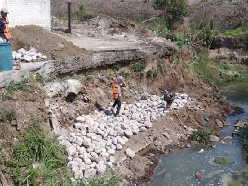 Arreglaron desgajamiento en canal de Canteras del Nayar
