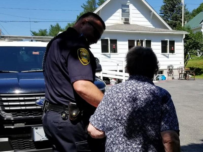 Arrestan a abuelita por su cumpleaños 93
