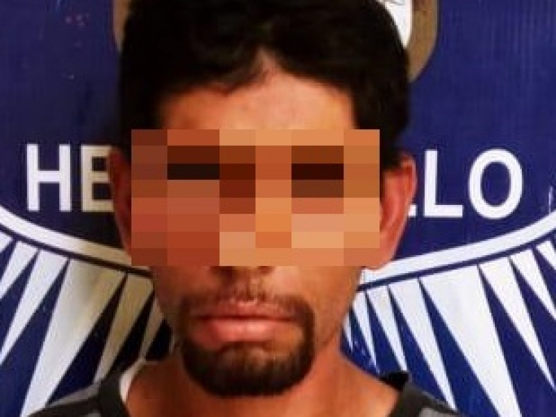 Arrestan a sujeto que con cuchillo intentó atacar a policías