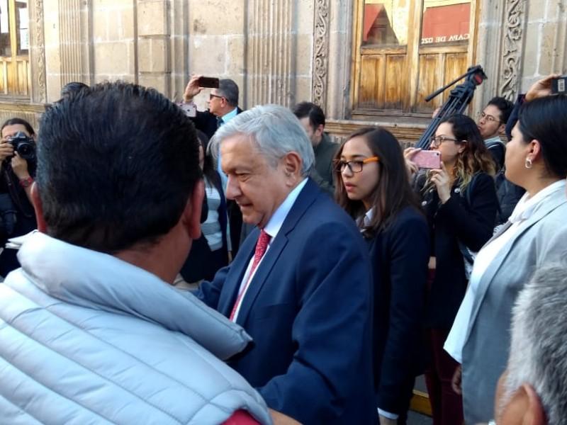 Arriba López Obrador a Morelia; inaugurará sede IMSS