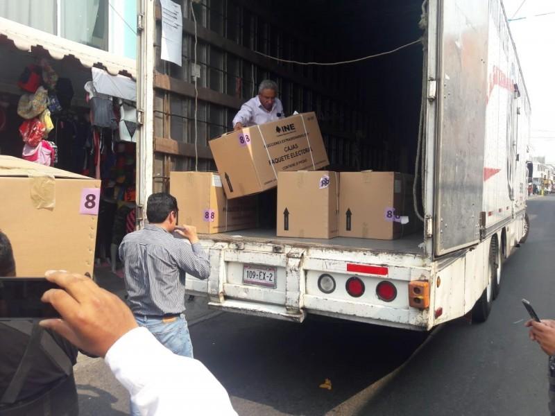 Arriban a Puebla paquetes y boletas electorales