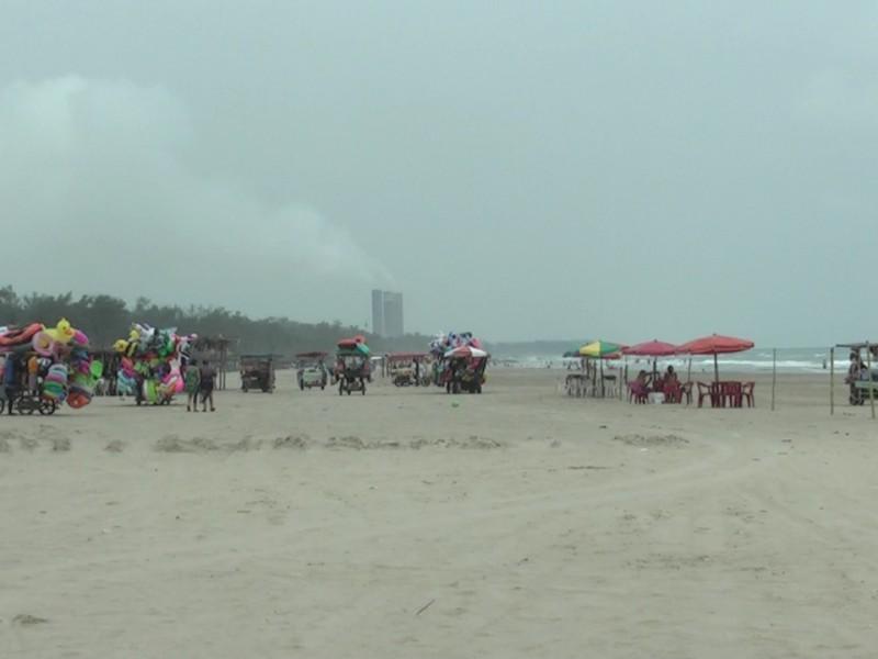 Arriban turistas a las playas de Tuxpan, pese a pandemia