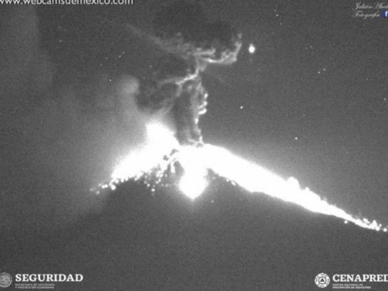 Arroja Popocatépetl material incandescente