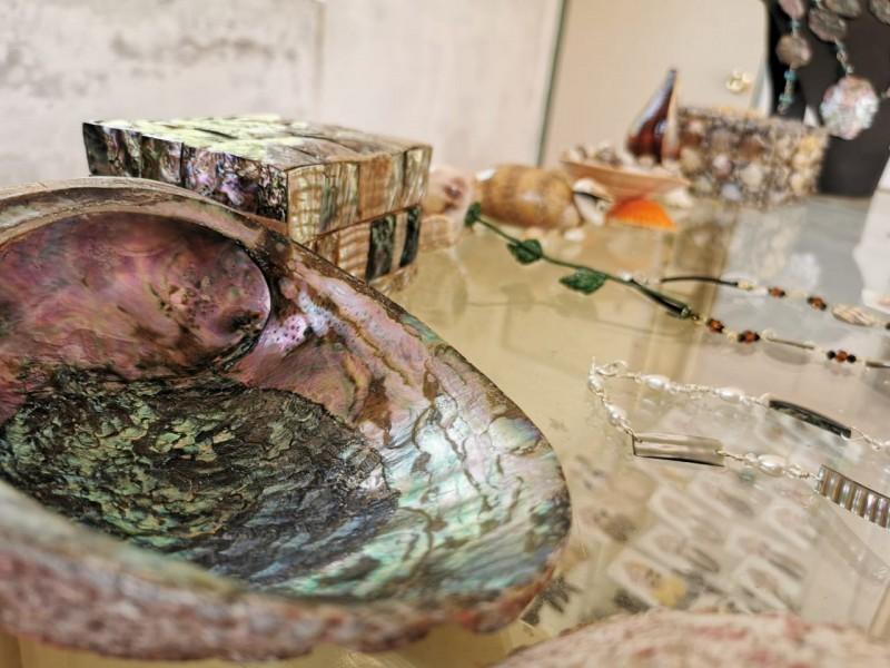 Artesanías del mar, gran destreza esculpida por indígenas