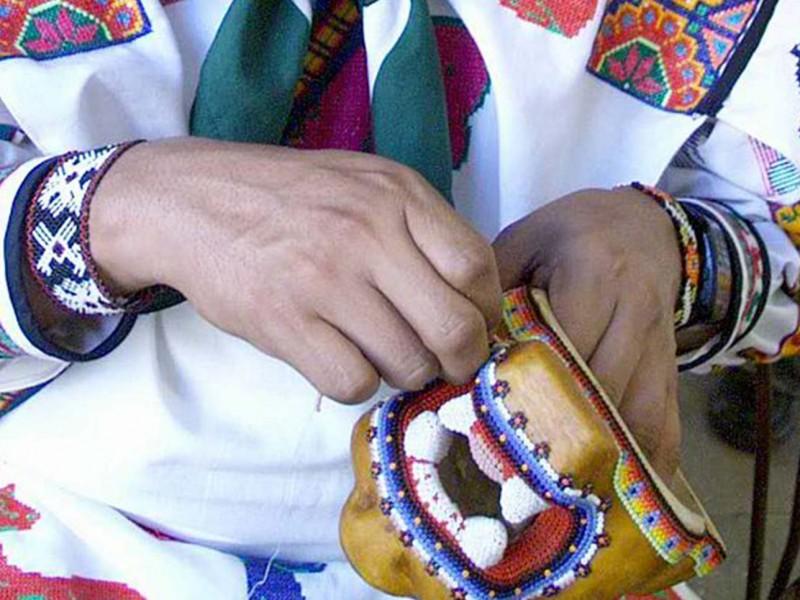 Artesanos indígenas ofrecen productos en internet, buscan solucionar pérdidas económicas