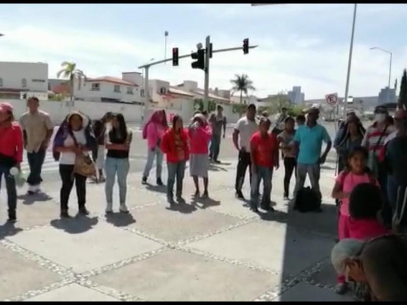 Artesanos se manifiestan en Centro Cívico y Legislatura