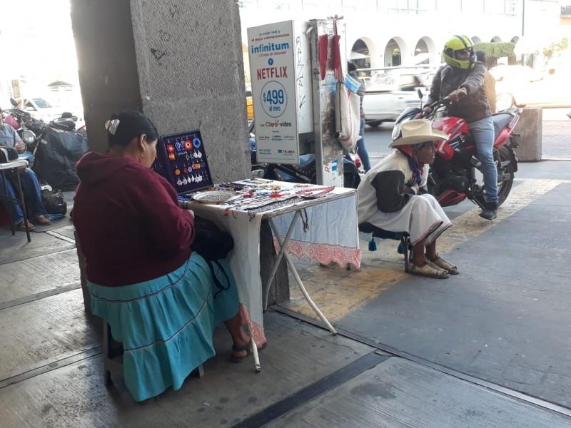 Artesanos Wixárika afectados por estacionamiento en catedral