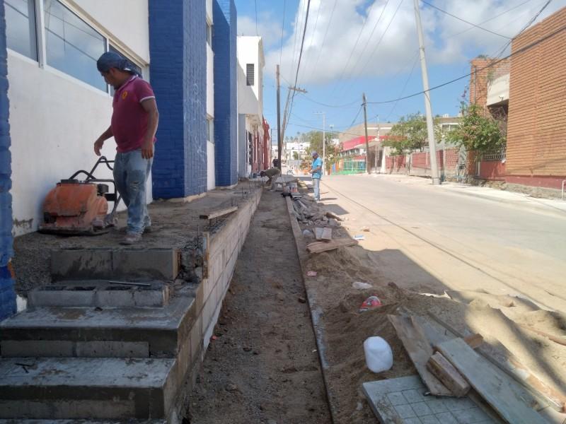 Asegura administración municipal se entregará pavimentación de calle Doblado