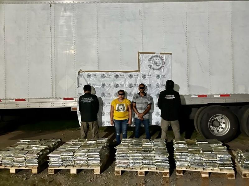 Asegura FGR 655 paquetes de cocaína en cajas de plátano