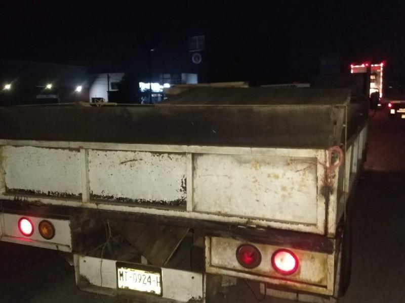 Aseguran camioneta con 2 mil 100 litros de combustible