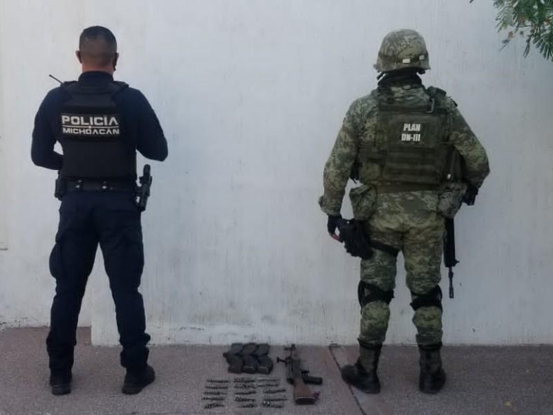 Aseguran fuerte armamento en Parácuaro
