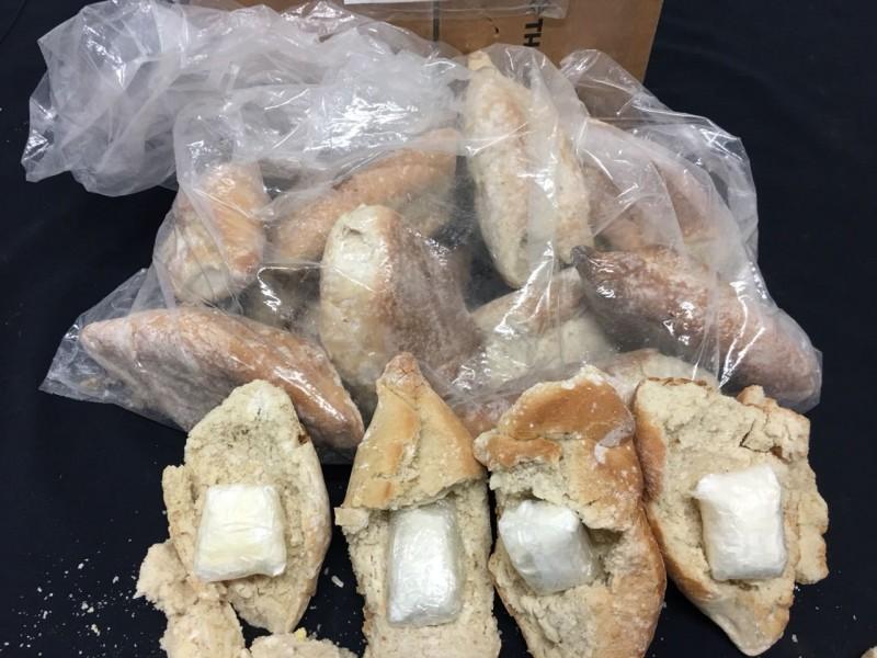 Aseguran tortas de cocaína en el aeropuerto