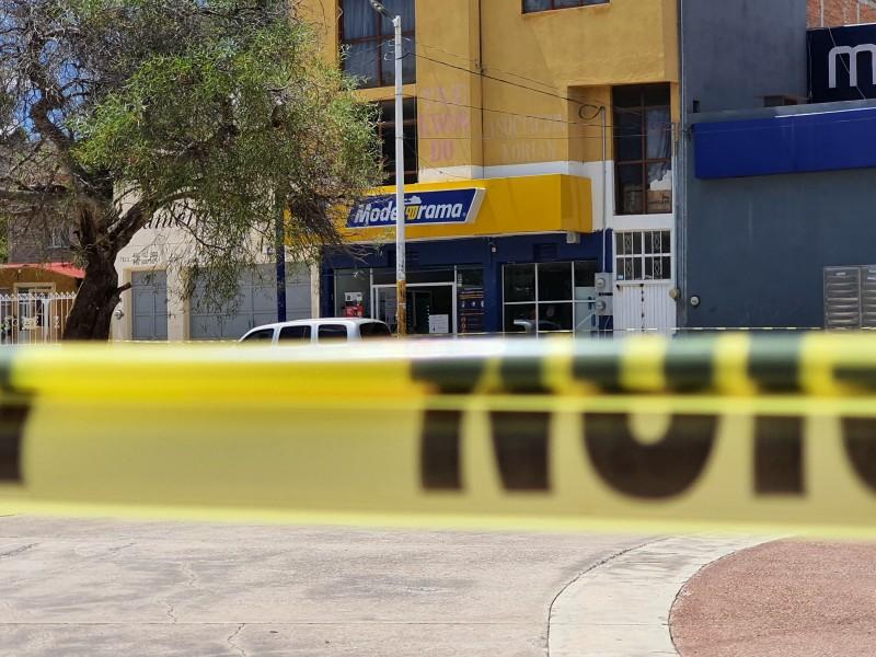 Asesinan a dos jóvenes dentro de establecimiento en Guadalupe