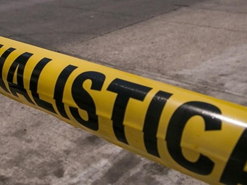 Asesinan a hombre en su automóvil